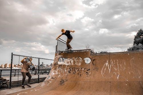 Fotobanka sbezplatnými fotkami na tému akcia, bezpečnosť, graffiti, koliesková korčuľa