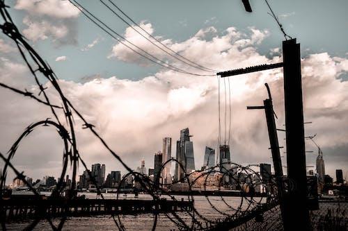Základová fotografie zdarma na téma budovy, dráty, elektrické vedení, město