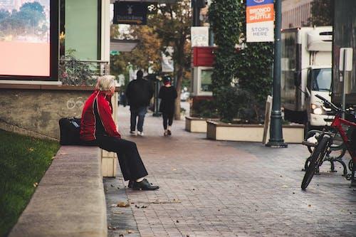 Fotos de stock gratuitas de calle, hombre, pavimento, solitario