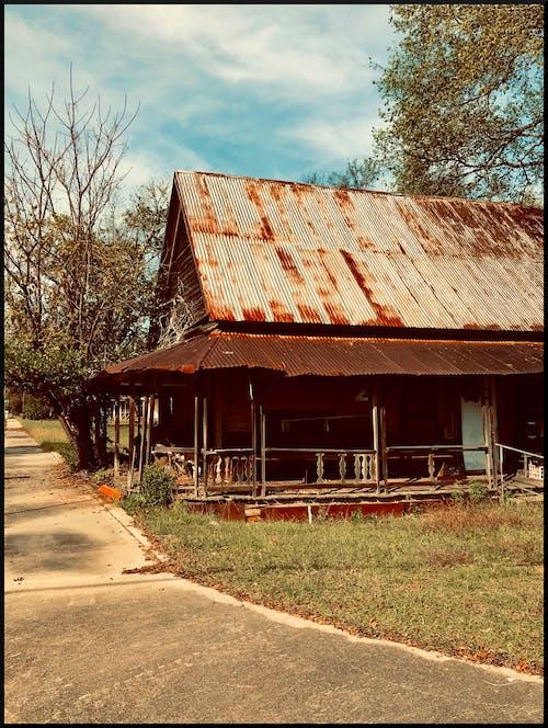 Gratis stockfoto met hut, oud huis, tinnen dak, verlaten huis