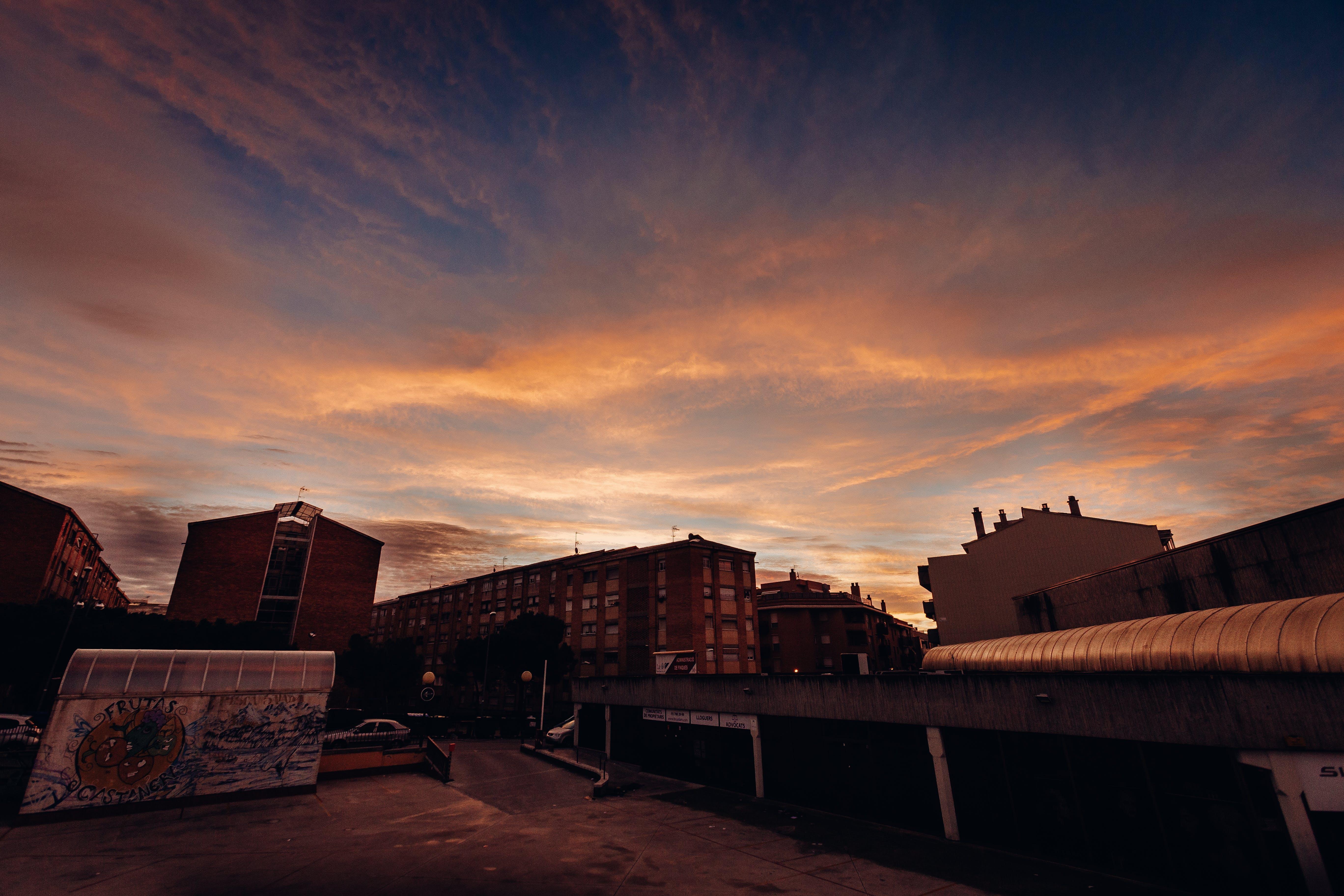 ゴールデンアワー, 夕方, 工業プラント, 建物の無料の写真素材