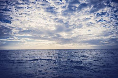 Kostenloses Stock Foto zu am meer, blaue wasser, dämmerung, draußen