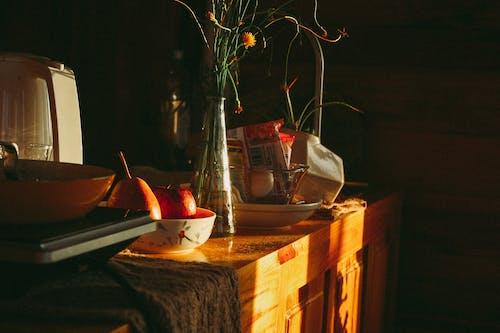 Foto profissional grátis de alimento, bacia, flores, fruta