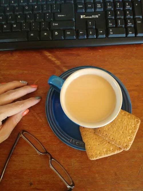 사무실, 안경, 여성 손, 일하다의 무료 스톡 사진