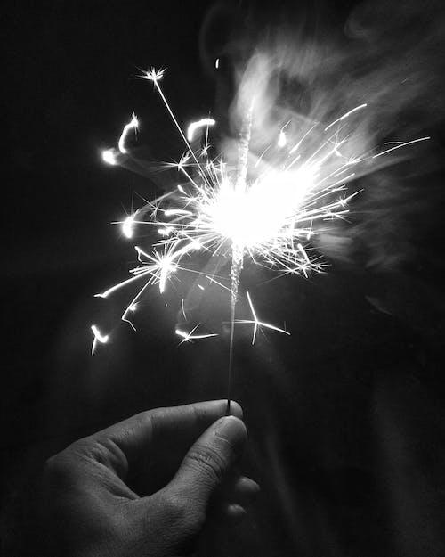 Immagine gratuita di attraente, bianco e nero, calore, capodanno