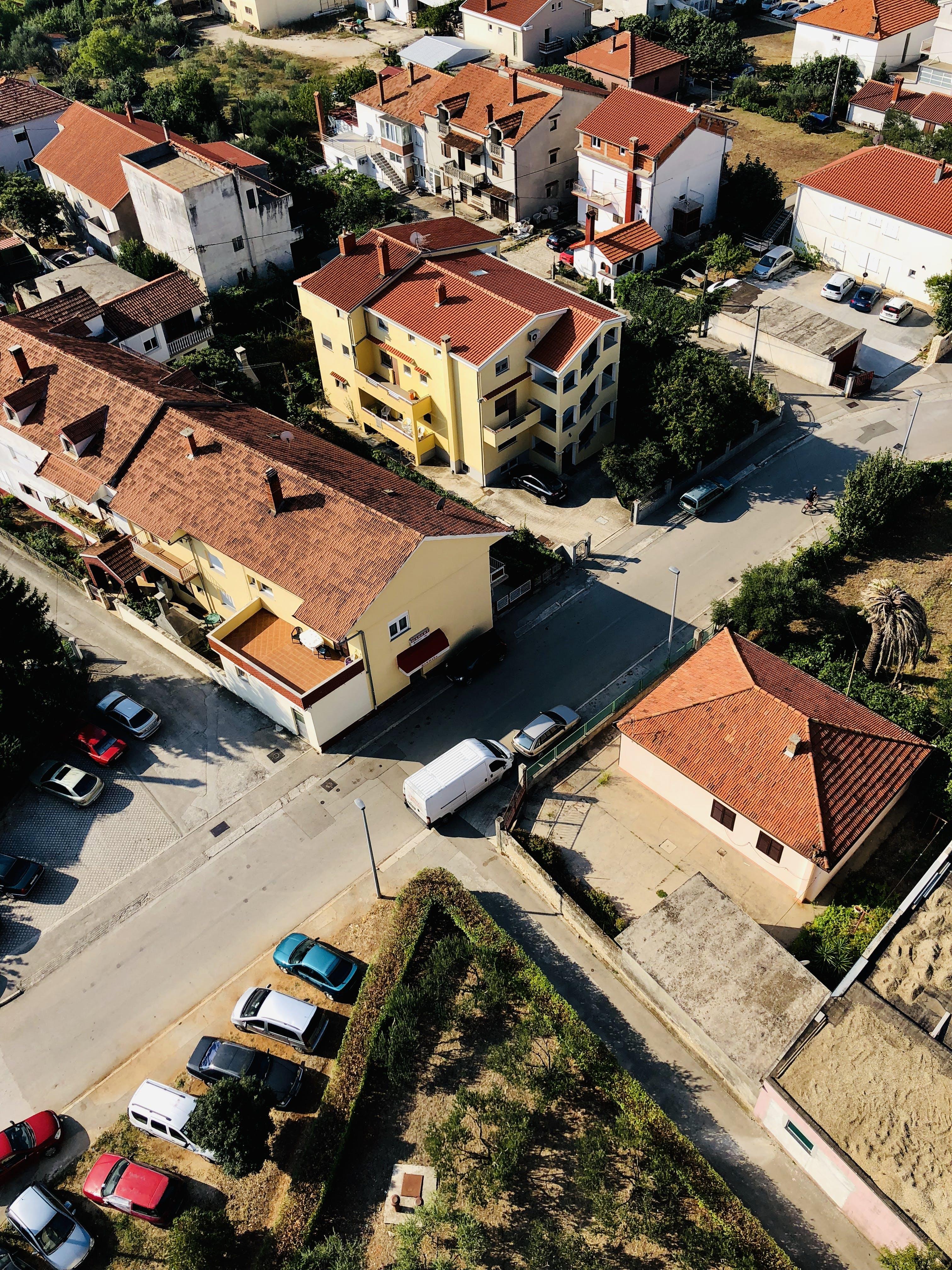Gratis lagerfoto af biler, by, bygninger, fra oven