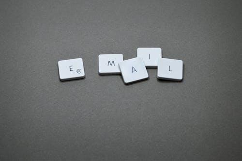 E-posta, elektronik posta, kelime, küpler içeren Ücretsiz stok fotoğraf