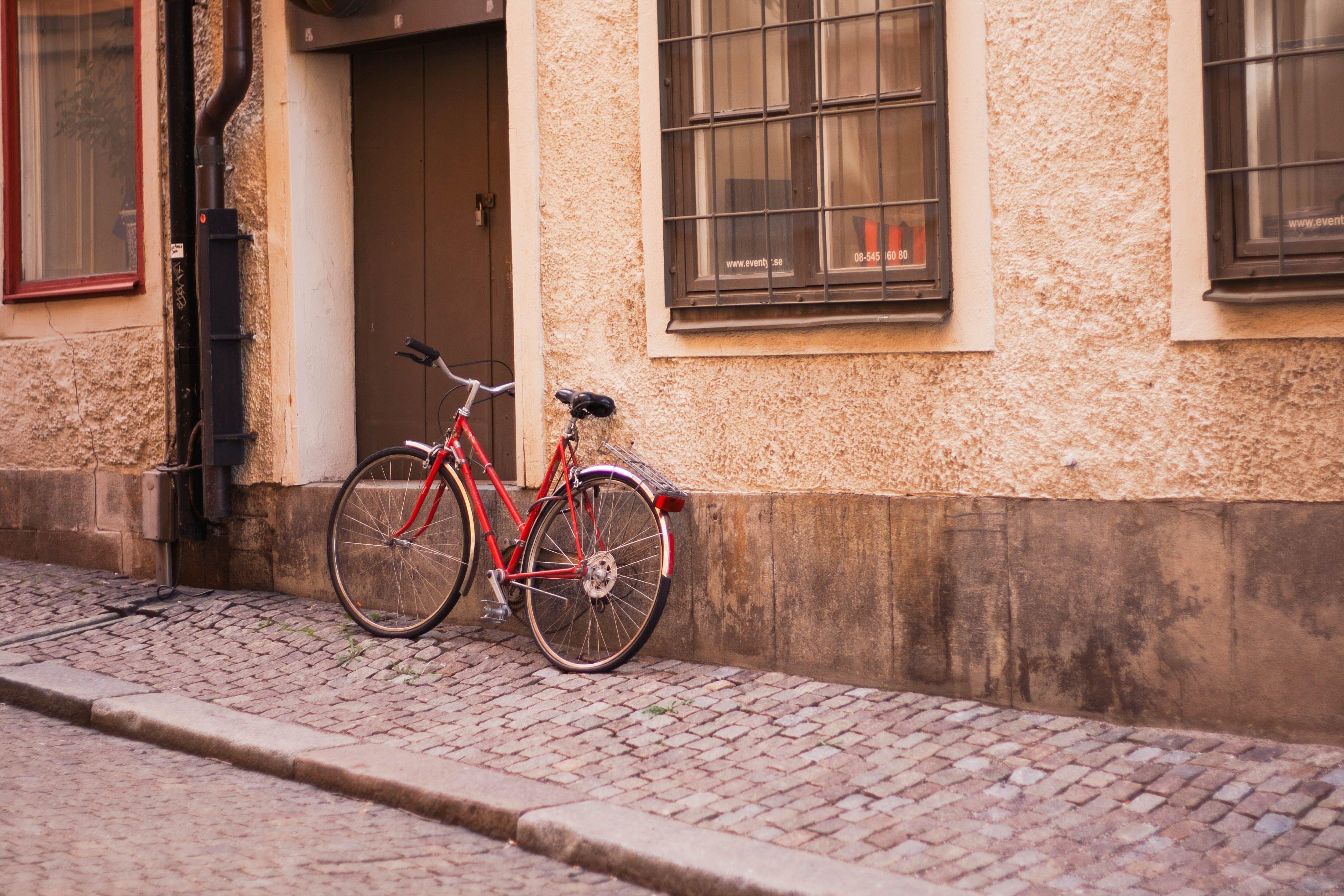 Gratis lagerfoto af bygning, cykel, dør, døråbning