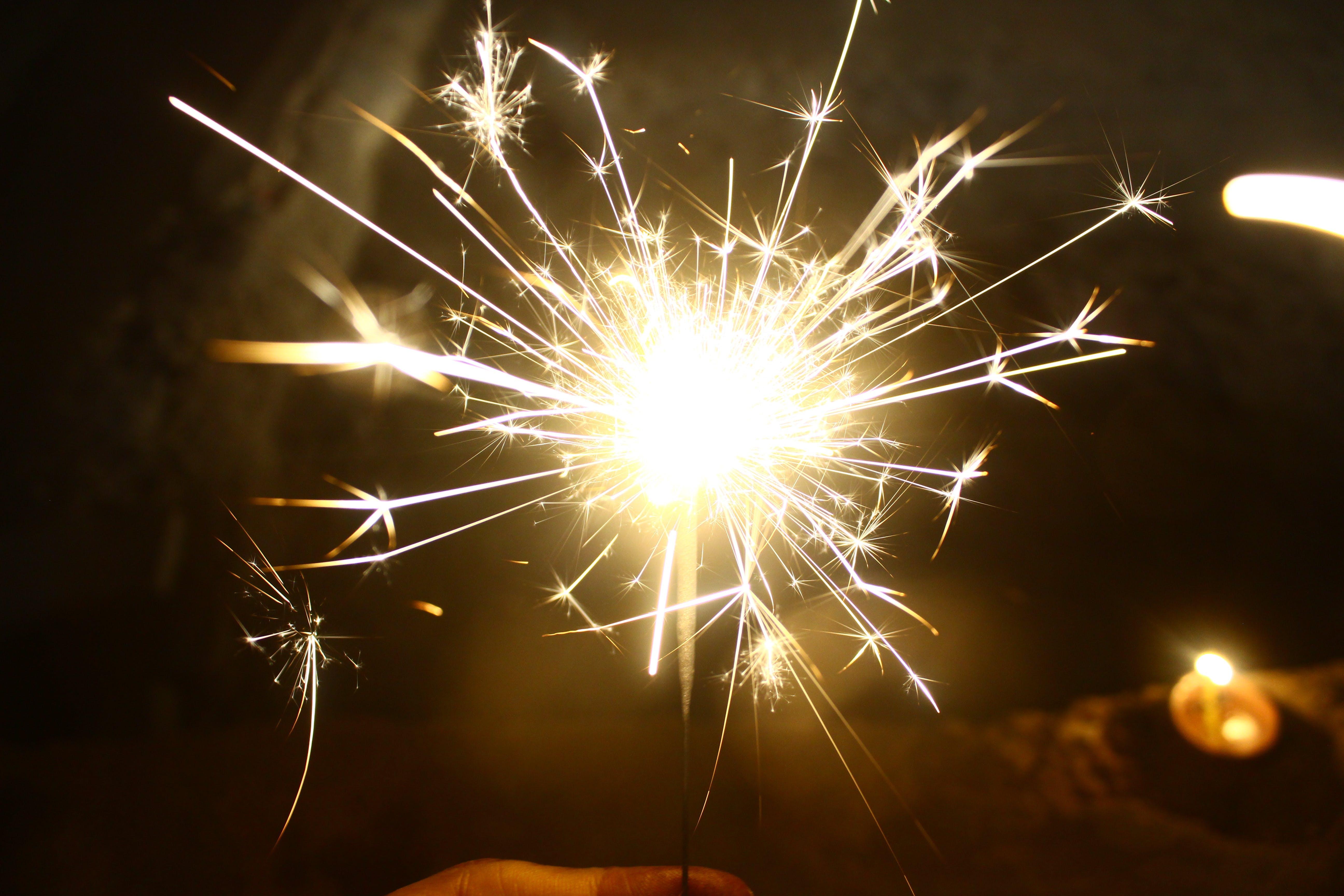 de abrigado, Año nuevo, atractivo, bengala