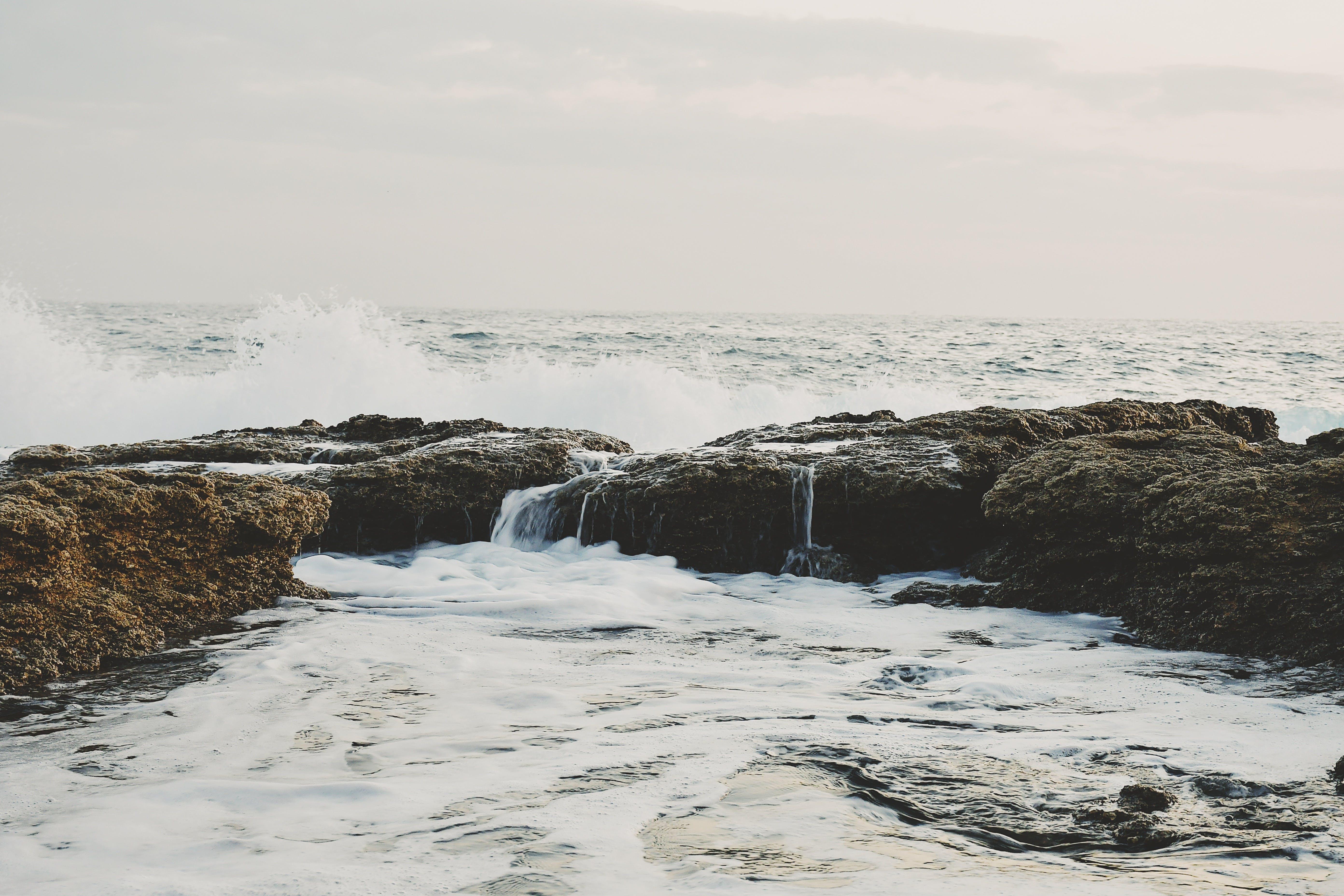 Kostenloses Stock Foto zu felsen, gezeiten, himmel, horizont
