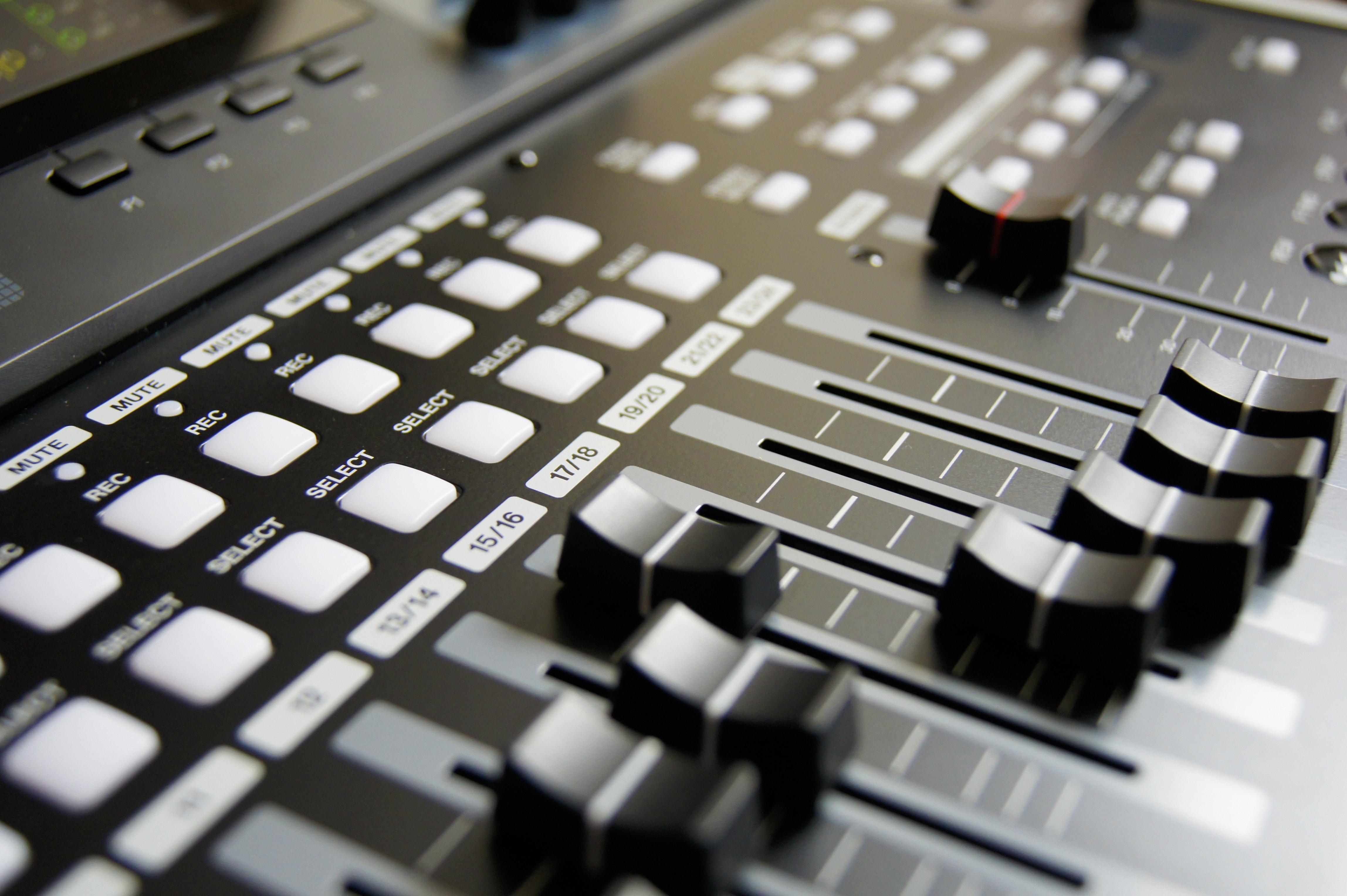 https://images.pexels.com/photos/159206/mixing-table-mixing-music-musician-159206.jpeg?cs=srgb&dl=audio-mixer-buttons-close-up-159206