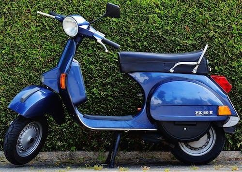 Immagine gratuita di ciclomotore, motocicletta, motorino, muro