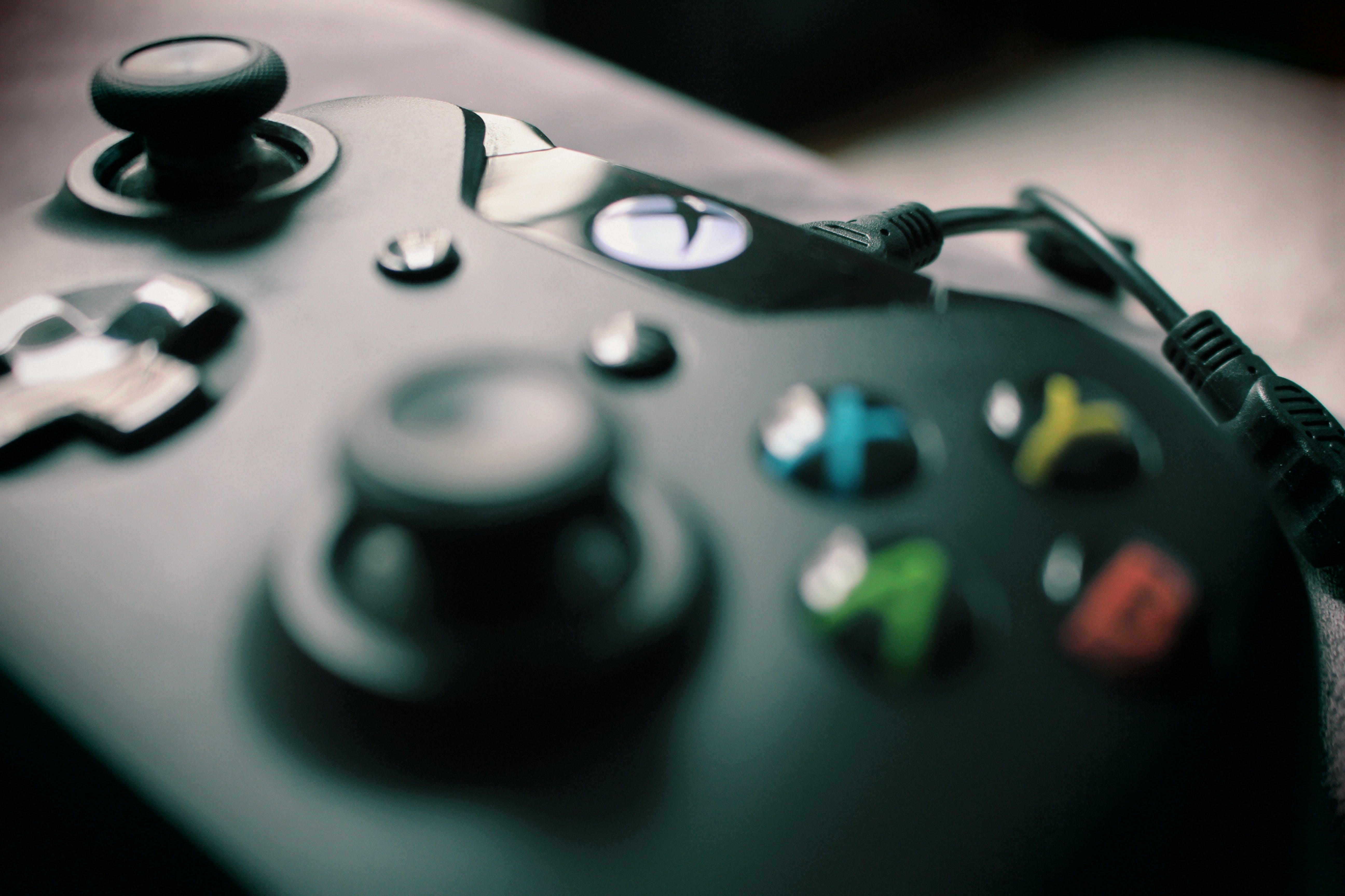 Closeup Photography Xbox One Black Controller