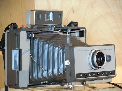 Immagine gratuita di fotocamera, oggetto d'antiquariato, polaroid, retrò