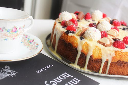 cheesecake, çikolatalı kek, doğum günü pastası, Kahve içeren Ücretsiz stok fotoğraf
