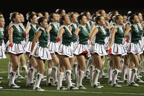 Gratis arkivbilde med cheerleaders, danse, fotballkamp, heie