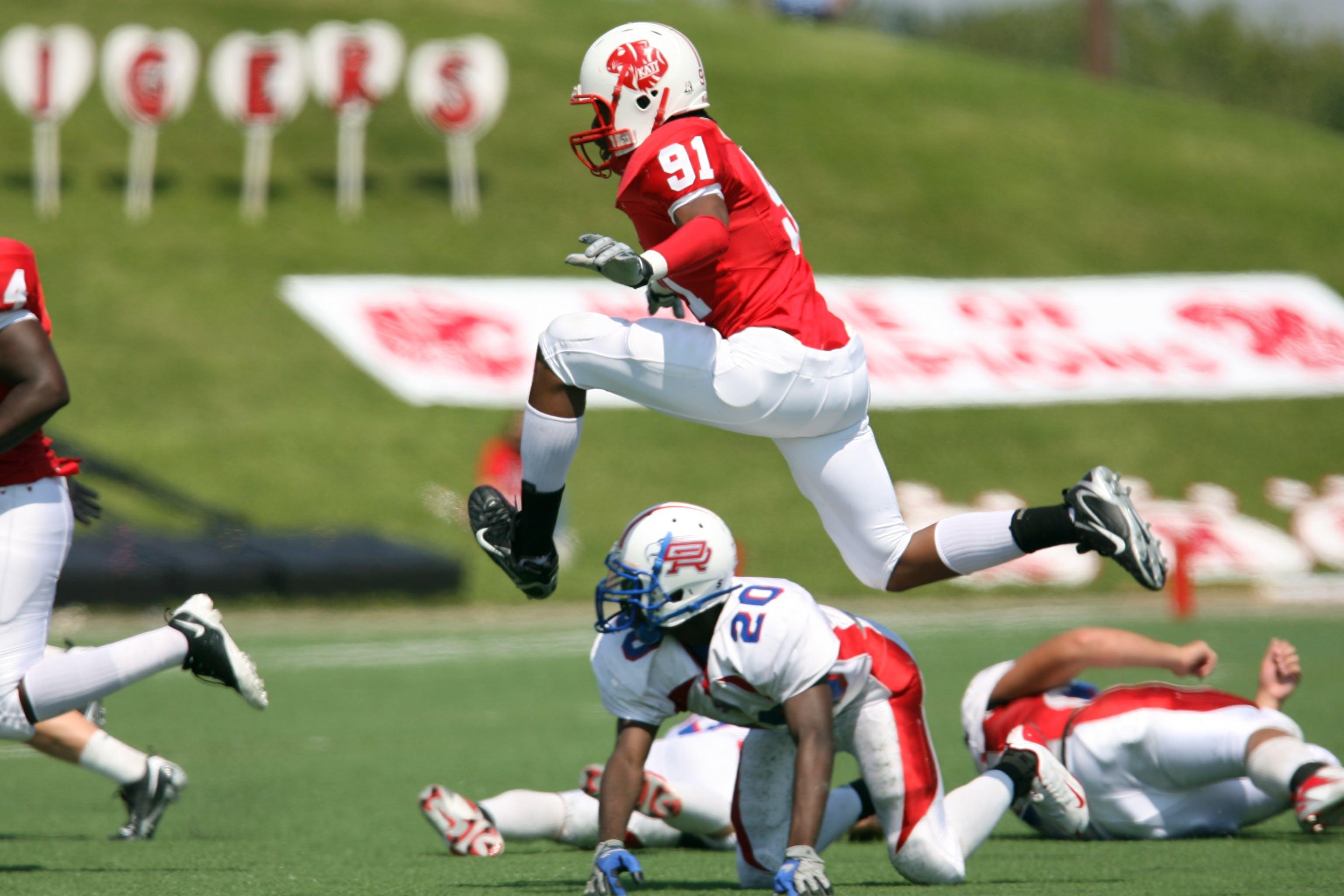Kostenloses Stock Foto zu american football, athleten, feld, football