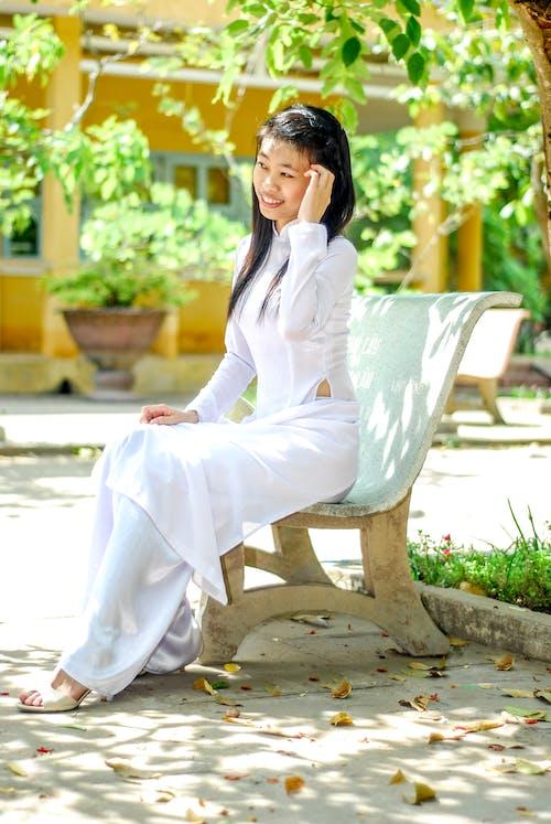 Darmowe zdjęcie z galerii z dziewczyna, kobieta, ławka, osoba