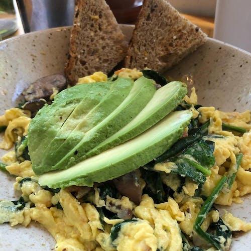 Kostenloses Stock Foto zu avocado, eier, essen