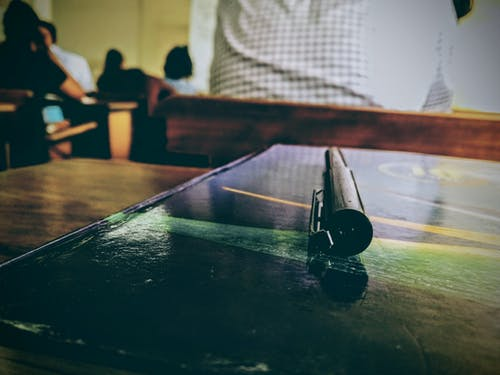 Δωρεάν στοκ φωτογραφιών με θολός, καρέκλα, στυλό, σχολείο