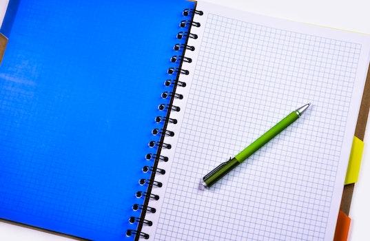 Kostenloses Stock Foto zu notizbuch, stift, papier, grafik-papier