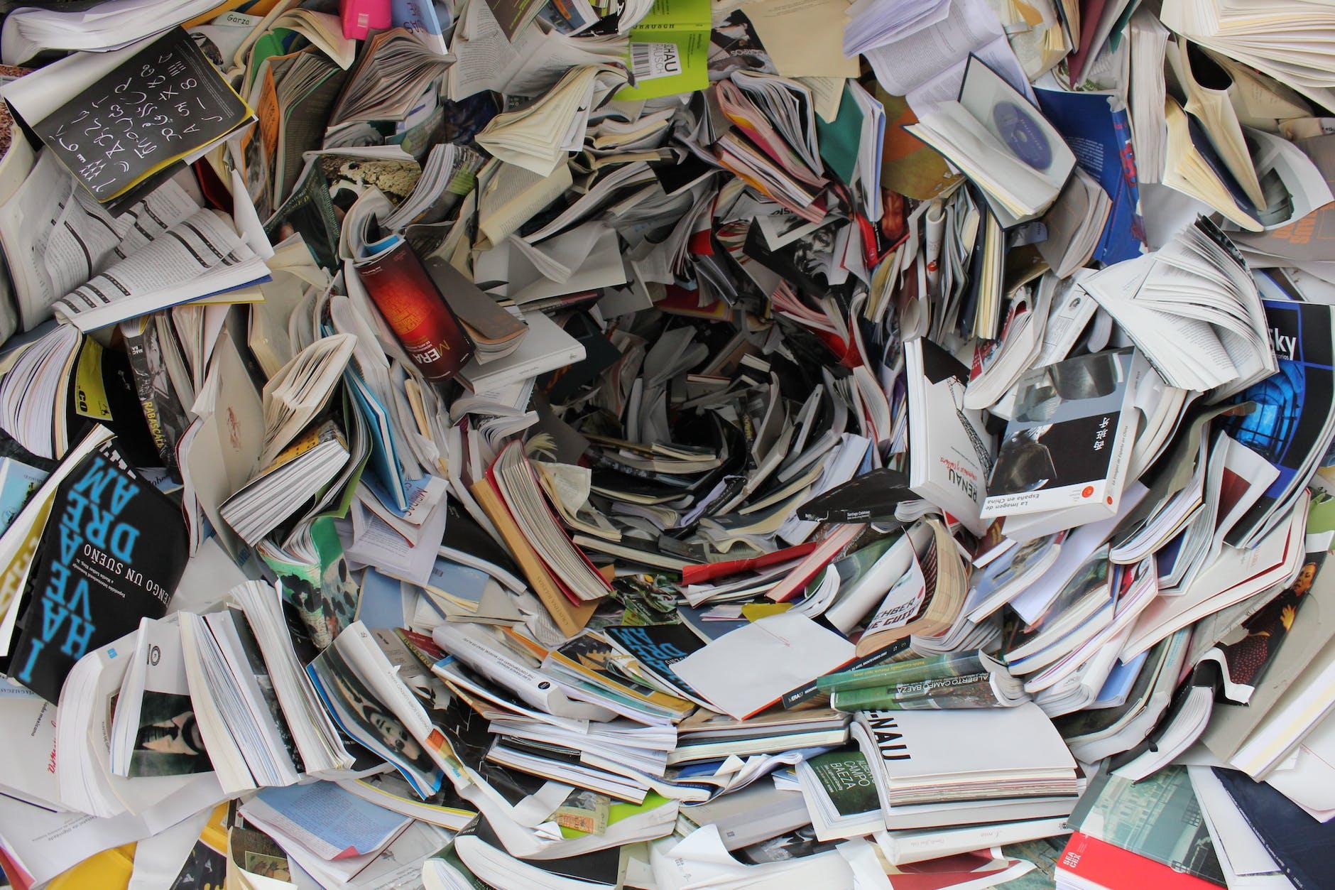 Uma pilha de papéis