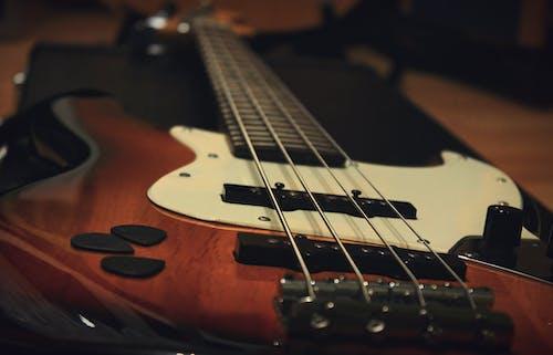 Бесплатное стоковое фото с артист, бас, блюз, гитара