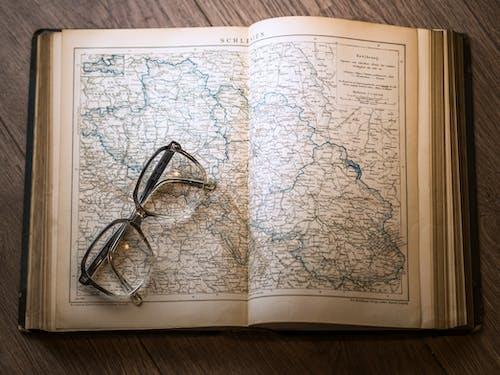 Fotos de stock gratuitas de conocimiento, gafas, información, madera