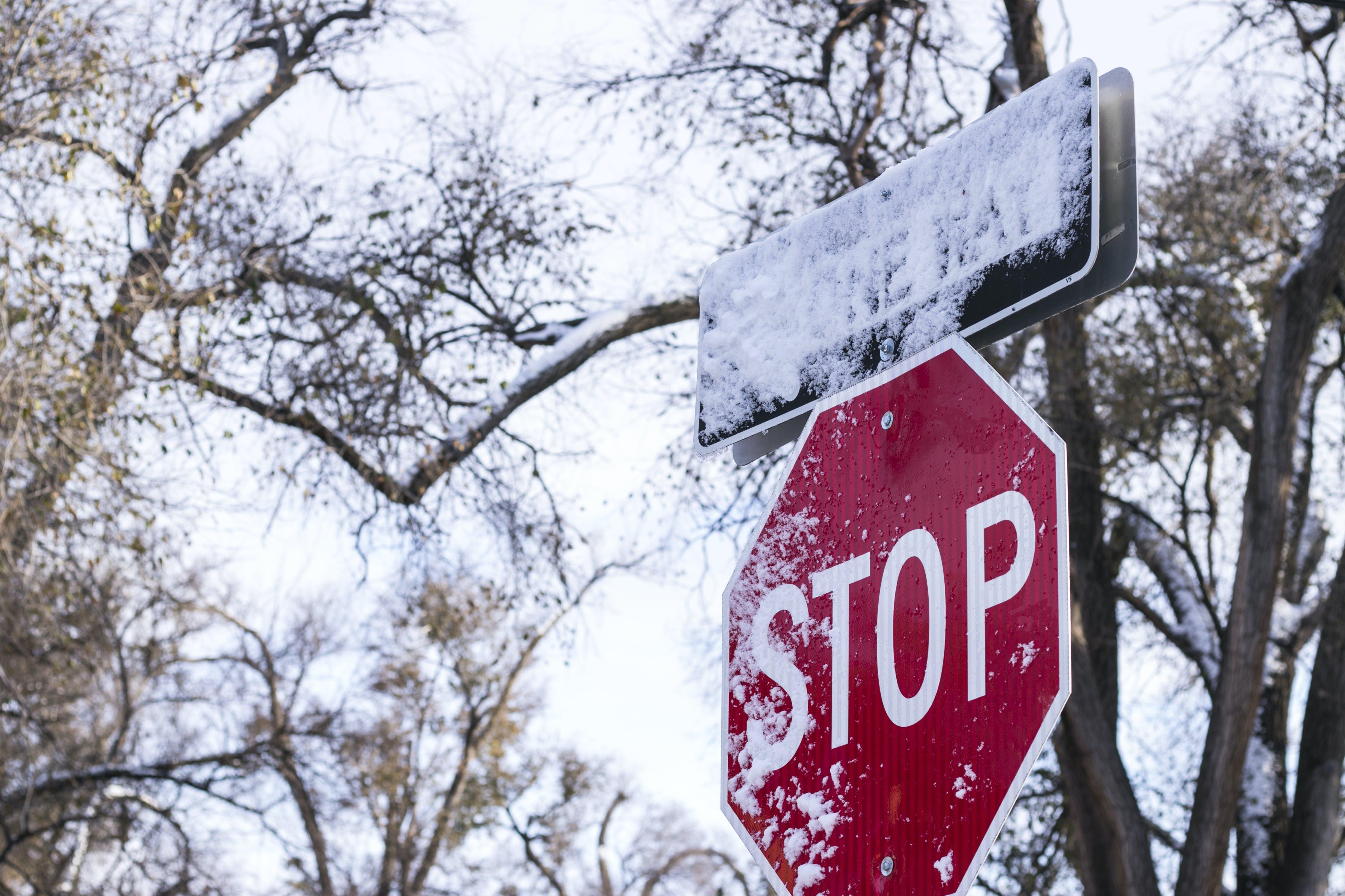 Darmowe zdjęcie z galerii z piękna zima, śnieg, zima, znak stopu