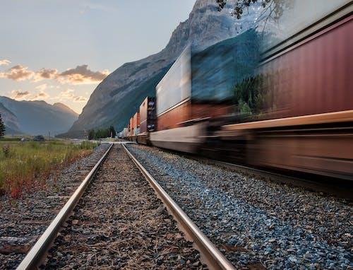 Kostenloses Stock Foto zu berge, bewegen, bewegung, eisenbahn