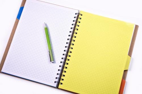 Kostnadsfri bild av anteckningsbok, ark, bindemedel, dagbok