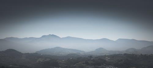 Foto d'estoc gratuïta de boira, muntanyes, paisatge, panoràmica