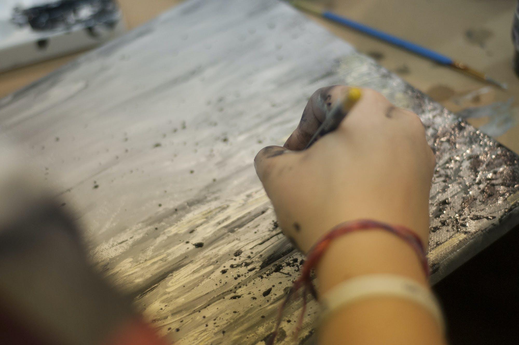 Kostenloses Stock Foto zu action, armbänder, design, drinnen