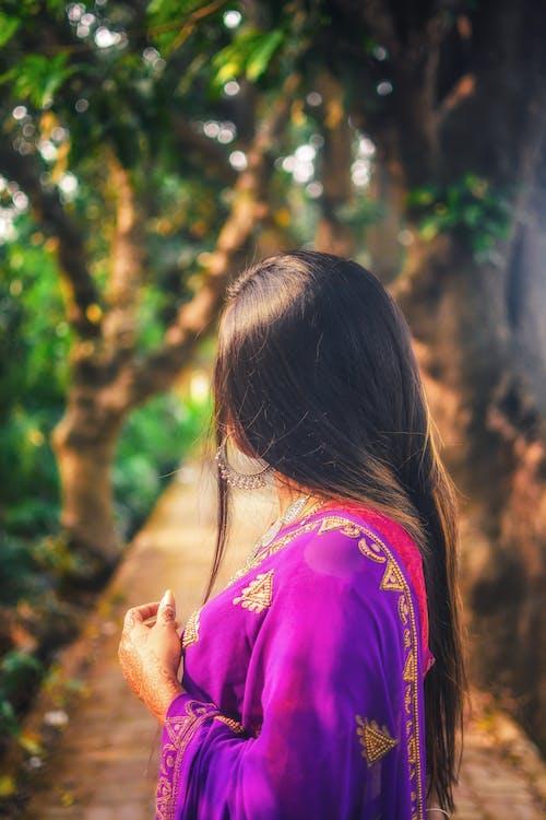 Δωρεάν στοκ φωτογραφιών με saree, γυναίκα, μαλλί, μελαχρινός