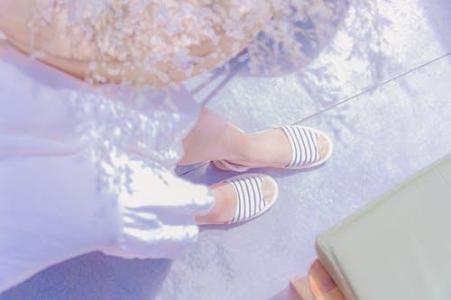 Fotos de stock gratuitas de calzado, pies, sandalias