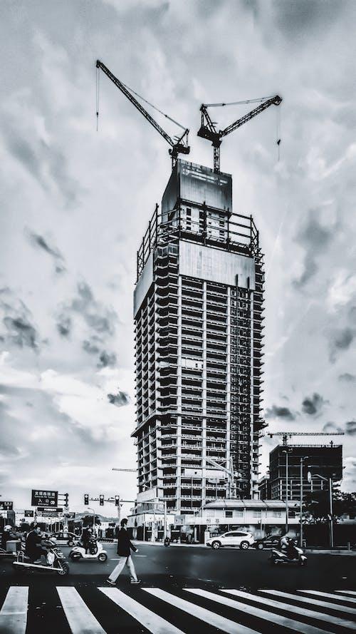 Foto d'estoc gratuïta de caminants, edifici, edificis, en construcció