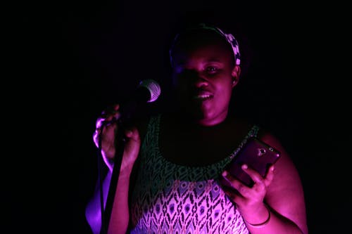 唱歌, 非洲女人, 麥克風 的 免费素材照片