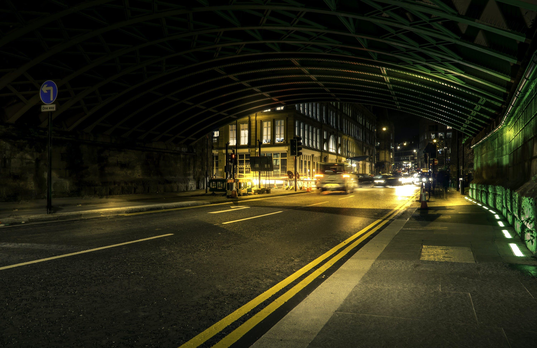 akşam, araba farları, arabalar, asfalt içeren Ücretsiz stok fotoğraf