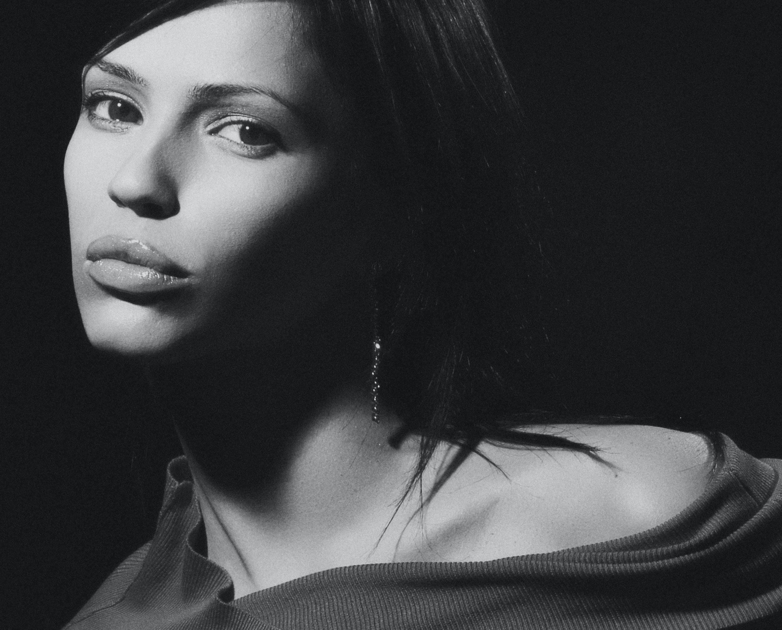 Free stock photo of girl, portrait, studio, black and white
