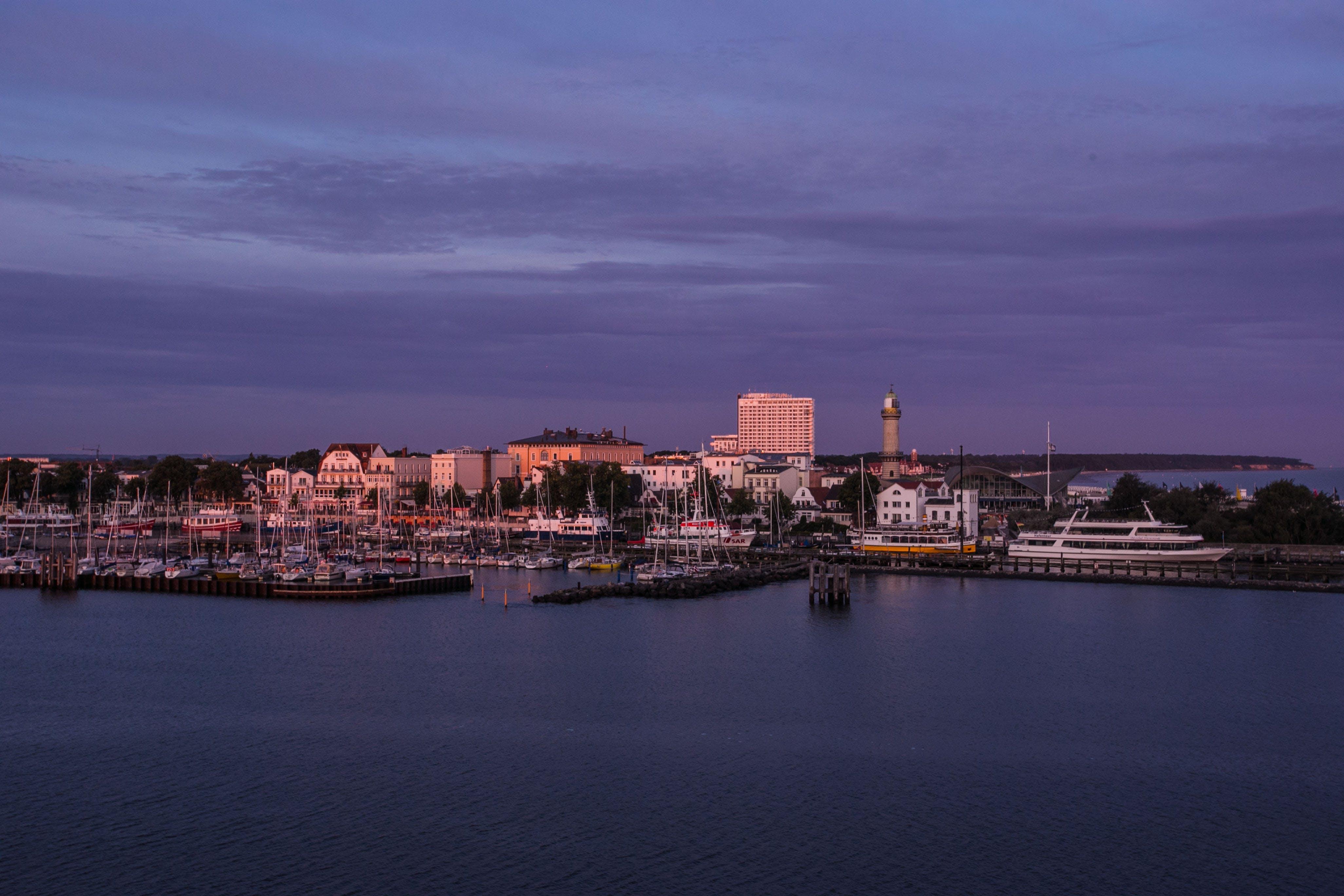 城鎮, 堤, 天空, 天際線 的 免费素材照片