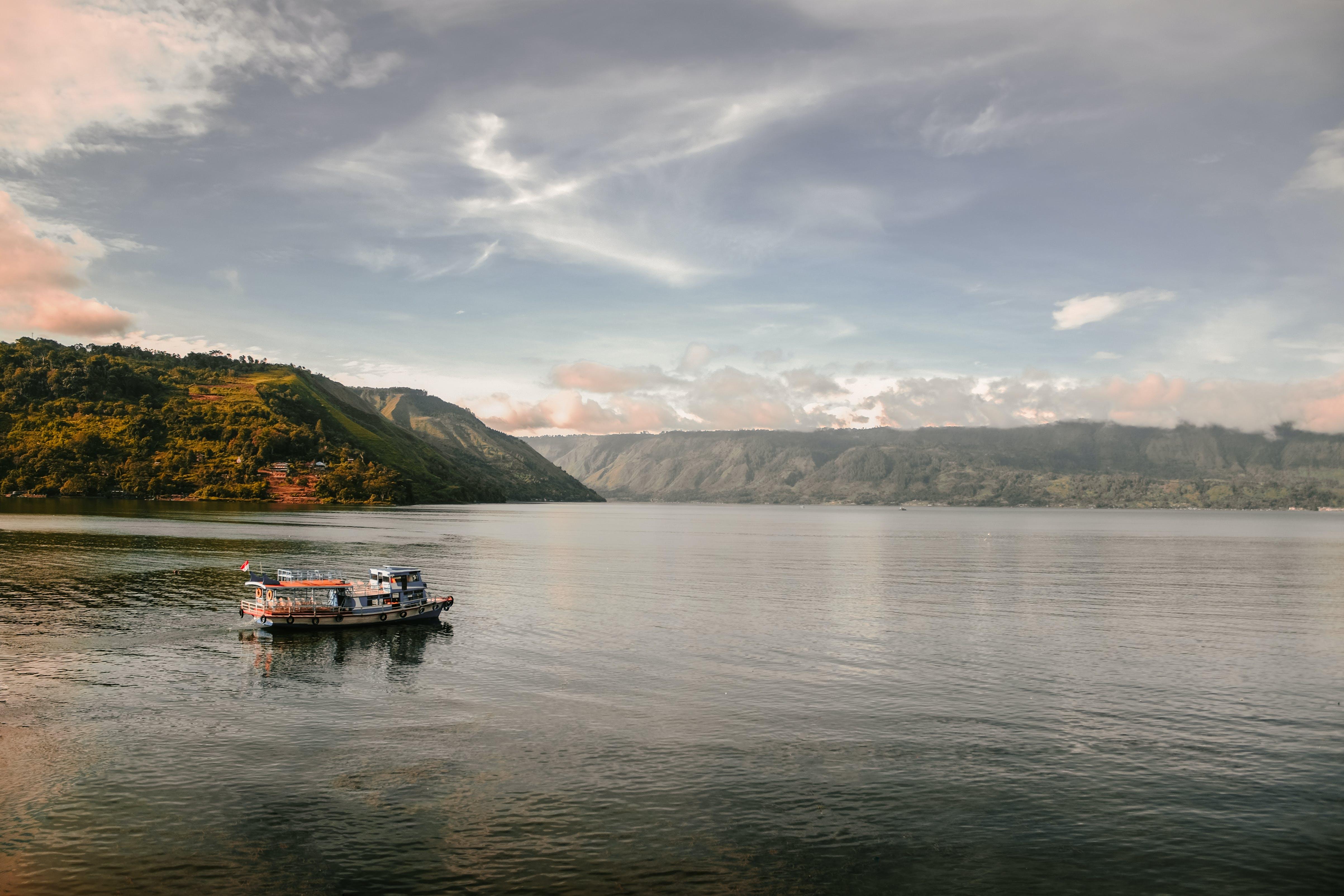Foto profissional grátis de alvorecer, barco, céu, embarcação