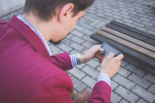 Darmowe zdjęcie z galerii z kostka brukowa, mężczyzna, osoba, ręce