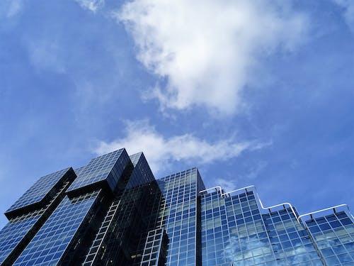 Gratis arkivbilde med arkitektur, bygning, glassvinduer, himmel