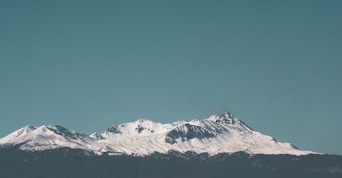 Бесплатное стоковое фото с высокий, гора, горный пик, дневной свет