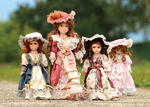 Gratis arkivbilde med barn, bruke, dukke, ha på seg