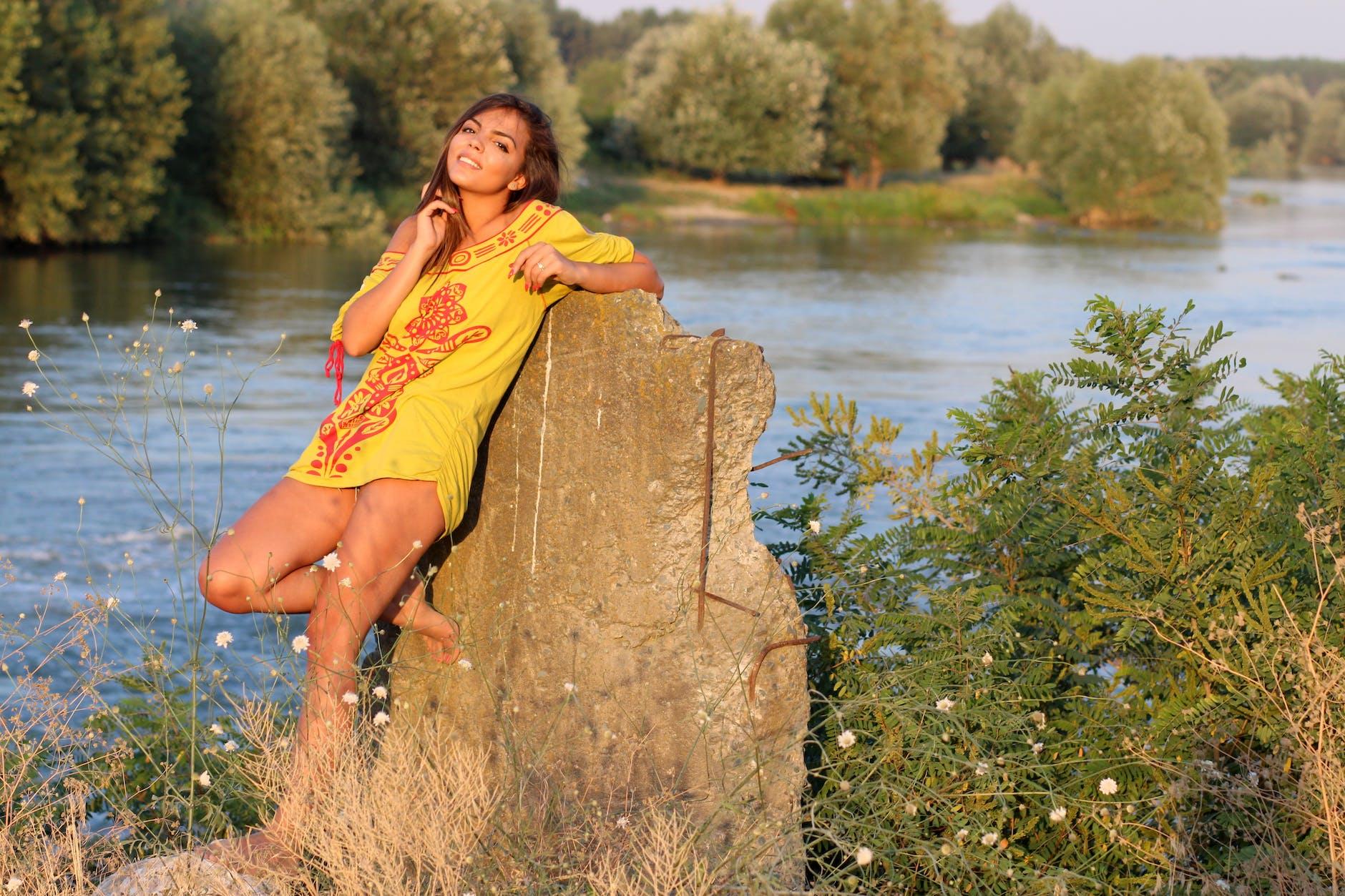 мулат на речке с русскими девчонками - 3