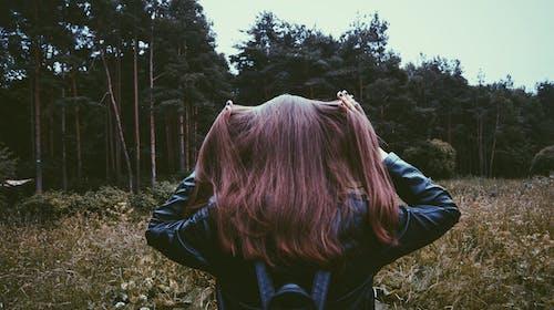 Ilmainen kuvapankkikuva tunnisteilla henkilö, hiukset, kasvit, kuvaus