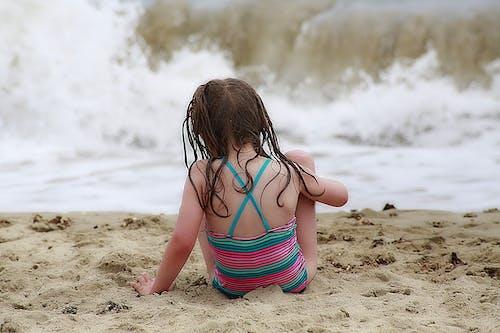 Základová fotografie zdarma na téma cákání, dítě, holka, mávání