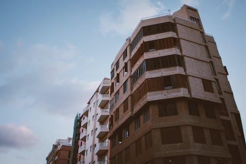 Photos gratuites de architecture, balcons, bâtiments, bureaux