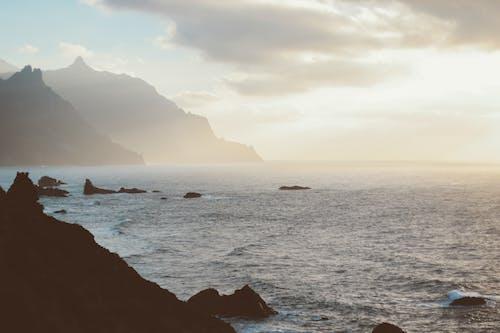 Gratis lagerfoto af bjerge, dagslys, hav, havudsigt